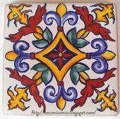 Mattonella di maiolica dipinta a mano