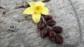Collana fiore di vaniglia con chicchi di caffè realizzati a mano in fimo gioielli bigiotteria artigianale fiori