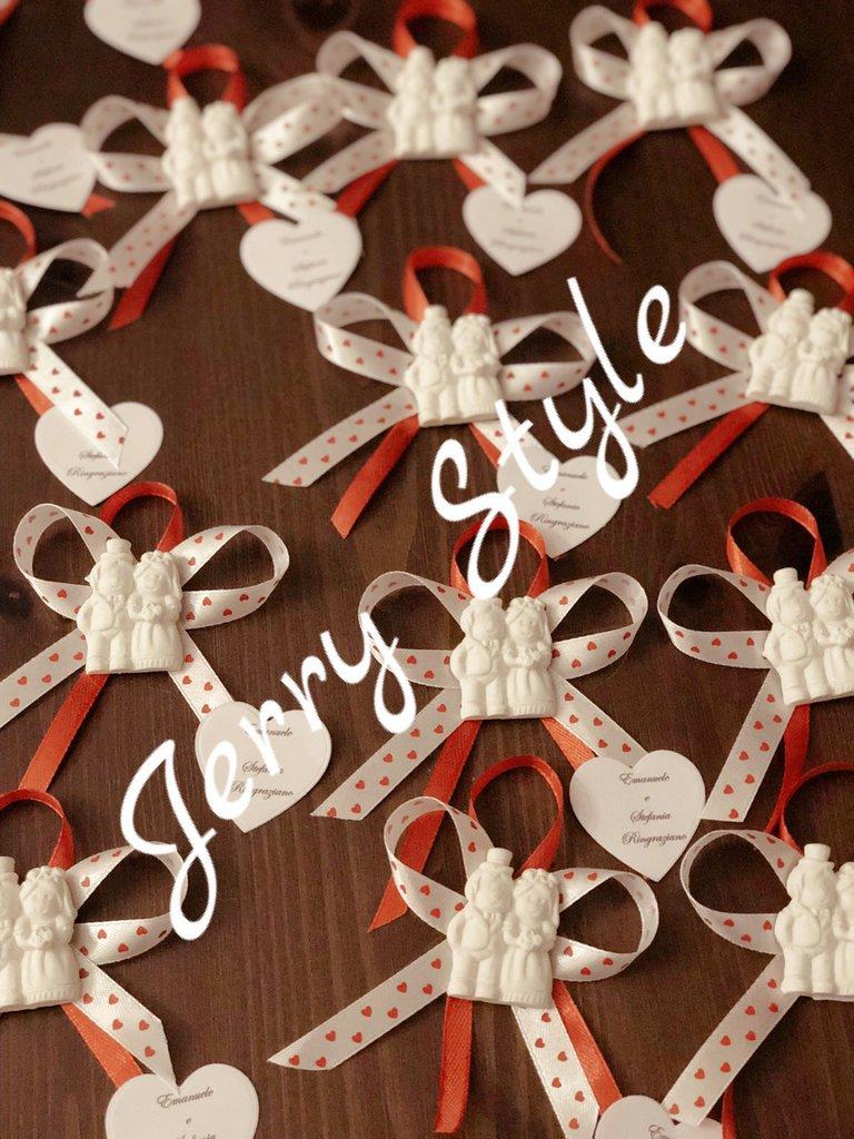 Segnaposto gessetto sposini matrimonio confetti nastrini