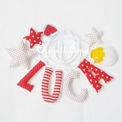 Luca: una ghirlanda di lettere di stoffa imbottite decorata con stelle ed un simpatico pulcino per la cameretta di questo piccolo in arrivo