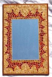 Specchio con cornice in mosaico