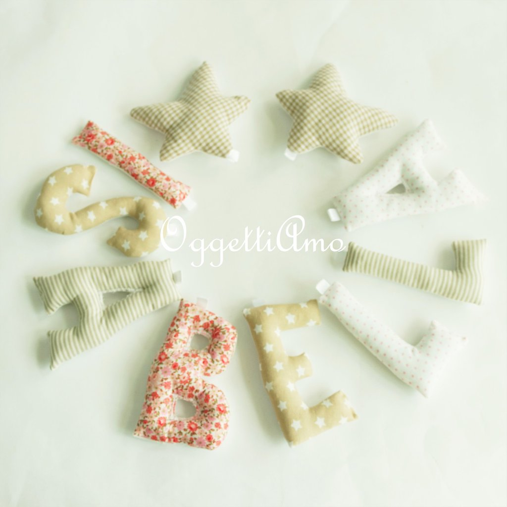 Una ghirlanda di lettere di stoffa imbottite per decorare e personalizzare la cameretta di Isabella con il suo nome: un'idea regalo originale per la sua nascita