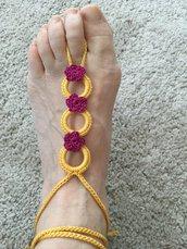 Sandali gioiello a piedi nudi