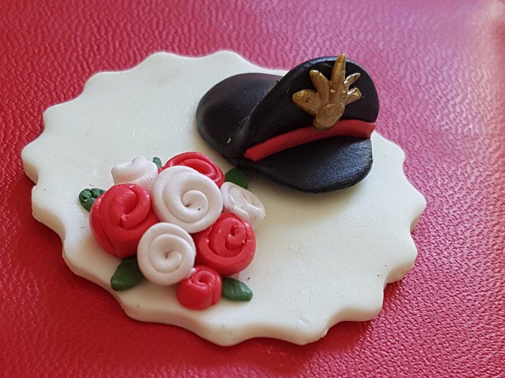 Segnaposto cappello, berretto carabiniere, nozze bouquet