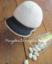 Cappellino/cappello bimbo con visiera - cotone bianco e blu - uncinetto - Battesimo