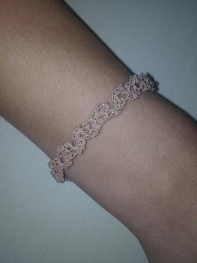 Bracciale dell'amicizia fatto a mano ad uncinetto,filato rosa confetto-oro