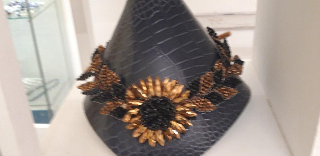 Collana in cristalli con fiore centrale