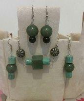 orecchini e collana in resina colorata con ombretti