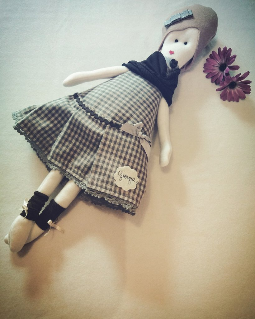 """Bambola col vestito a quadri, de """"le lampadine"""""""