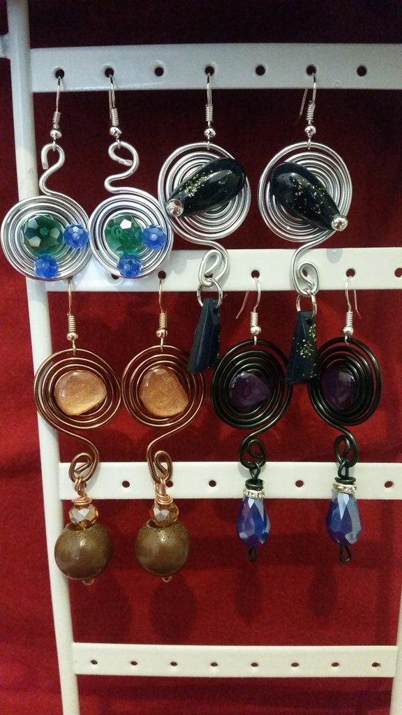 orecchini in filo di alluminio tecnica wire