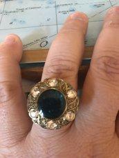 anello con pietra regolabile