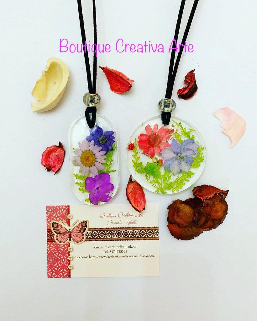 Collane grandi in resina con fiori veri secchi vari colori - Ciondolo tondo oppure ovale - pezzi unici