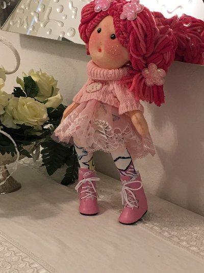 Bambola di pannolenci cucita a mano...
