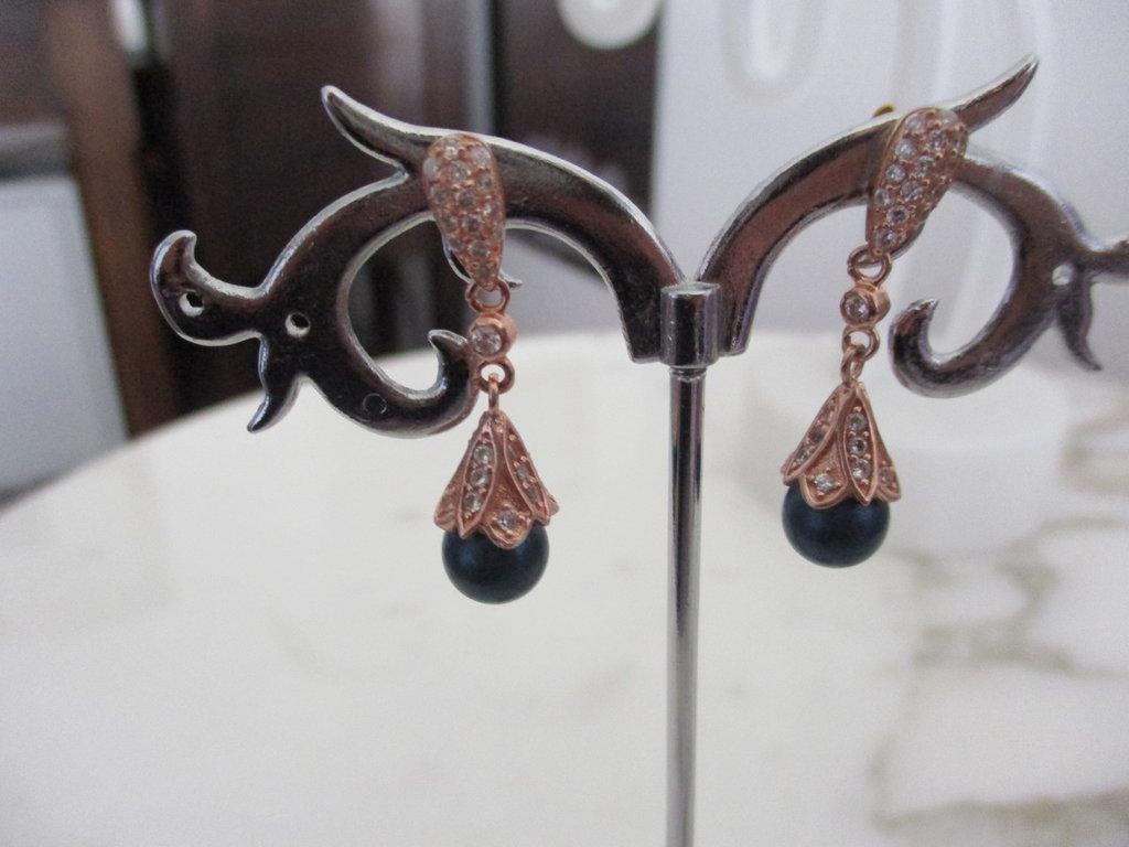 orecchini con argento oro rosa e madreperla blu