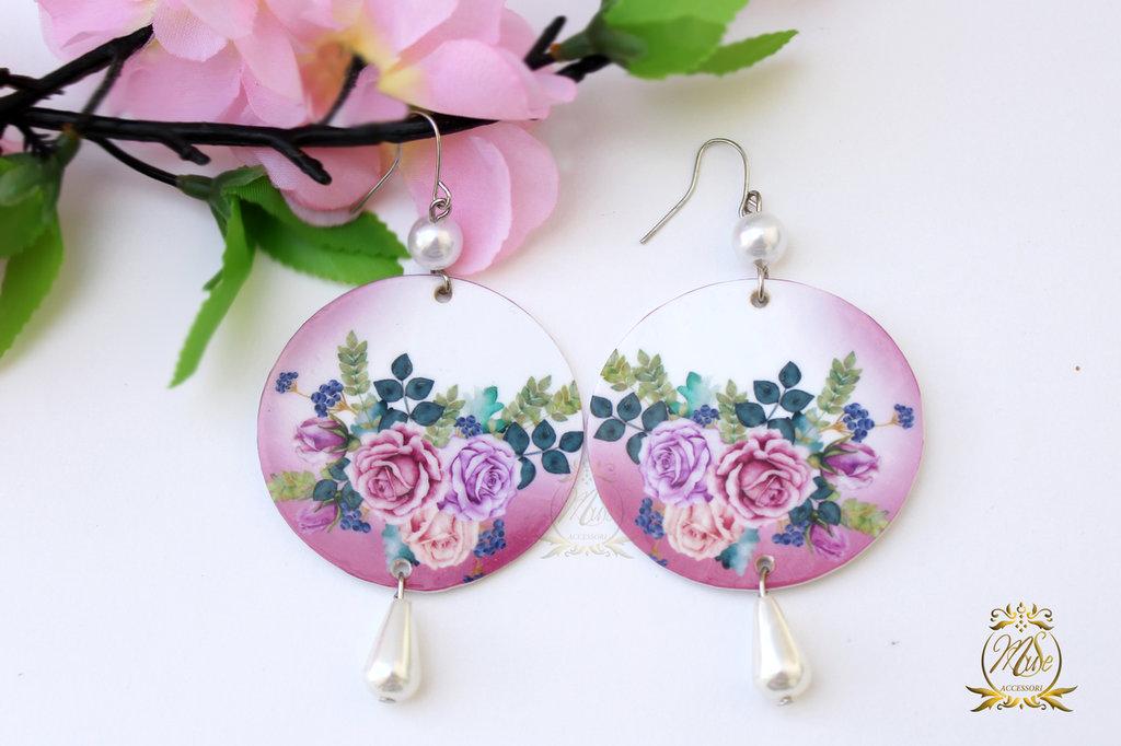 Orecchini cerchio con pendente, pendenti con fiori, orecchini a fiori