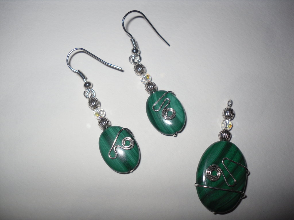 Orecchini e ciondolo in wire e Malachite