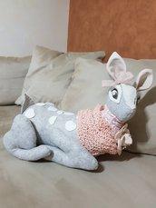 Cerbiatto pupazzo di pannolenci grigio