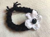 bracciale con fiore bianco