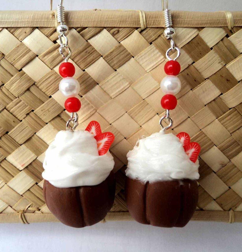 orecchini pasticcini con fragole e perline, in Fimo