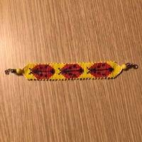 Braccialetto coccinelle realizzato su telaio