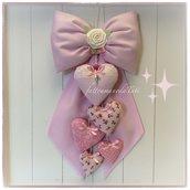 Fiocco nascita in cotone rosa a piccoli pois con rosellina bianca e cinque cuori sui toni del rosa
