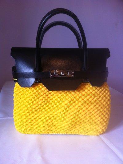 """Borsa modello """"mini Birkin"""" gialla e nera"""
