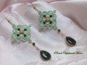 Orecchini verde chiaro al chiacchierino, agata muschiata, lepidolite, cristalli e perle