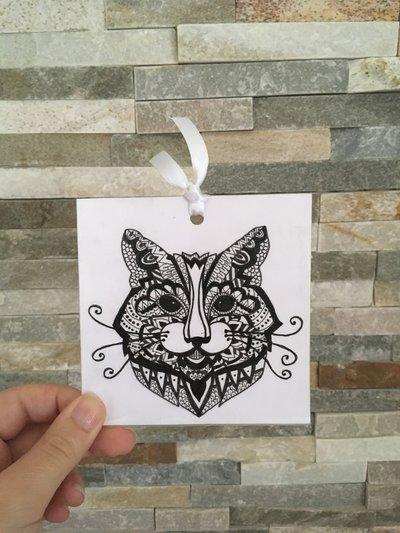 Segnalibro di cartoncino con gatto in stile mandala disegnato a mano libera