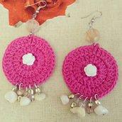 Orecchini tondi con rosa