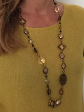 Collana marrone e oro