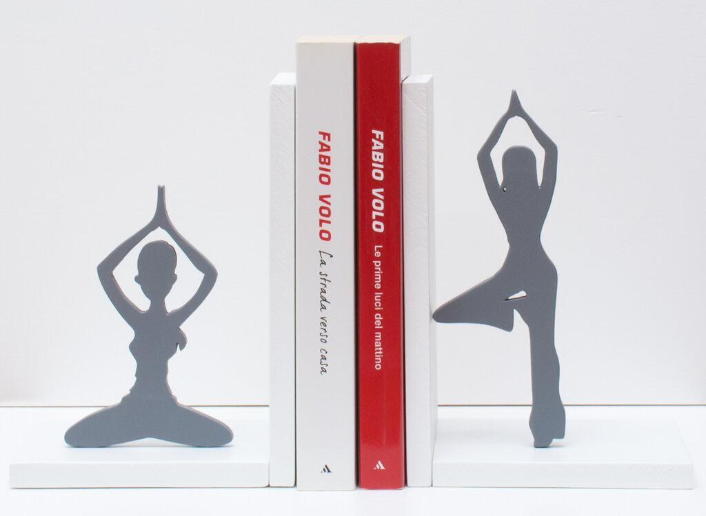Fermalibri in legno Yoga fatti a mano, con base bianca in mdf e sagome in multistrato grigie