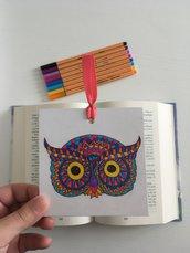 Segnalibro di cartoncino con gufo in stile mandala disegnato a mano libera