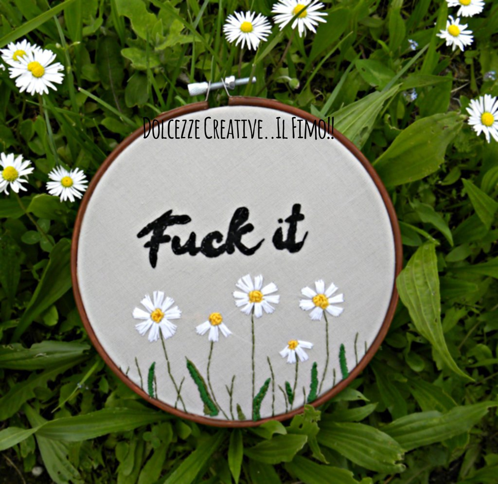 Ricamo in telaio - embroidery - tema floreale - Fuck it - con margherite - idea regalo kawaii handmade