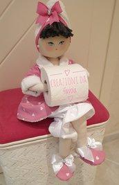Bambola portarotolo rosa e bianca