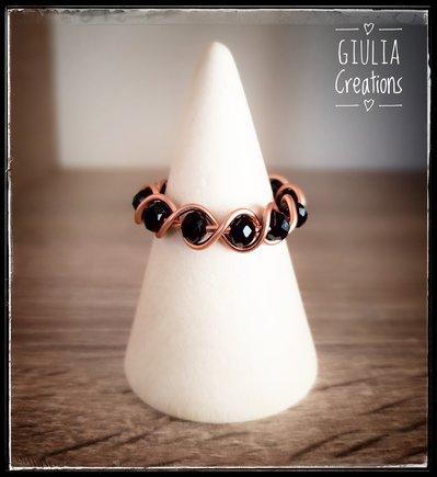 anello rame con pietre nere