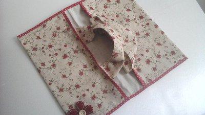 Portatorta, porta teglie o torte in stoffa, in beige  e rosso con fiori