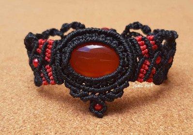 Bracciale in macramé con agata rossa