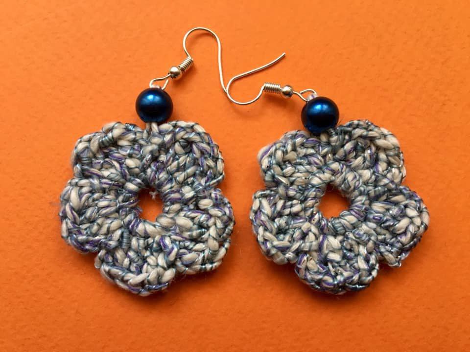 orecchini forma fiore bicolore blu e bianco