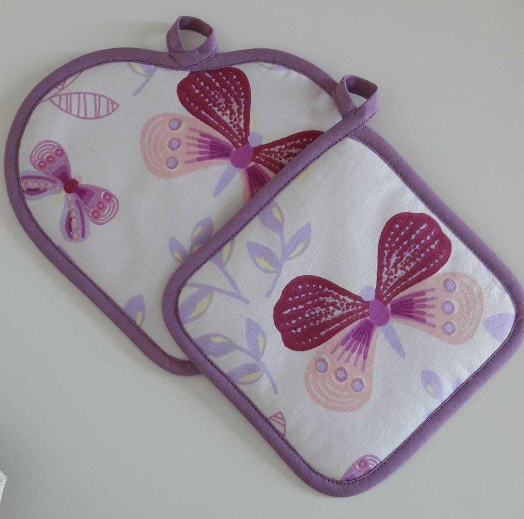 Coppia di presine rosa con farfalle
