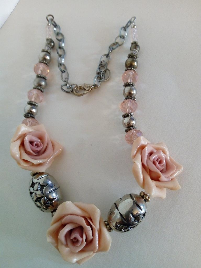 Collana  corta con rose