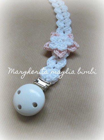 Portaciuccio bimba/bambina con fiore bianco e rosa e clip in legno - Battesimo
