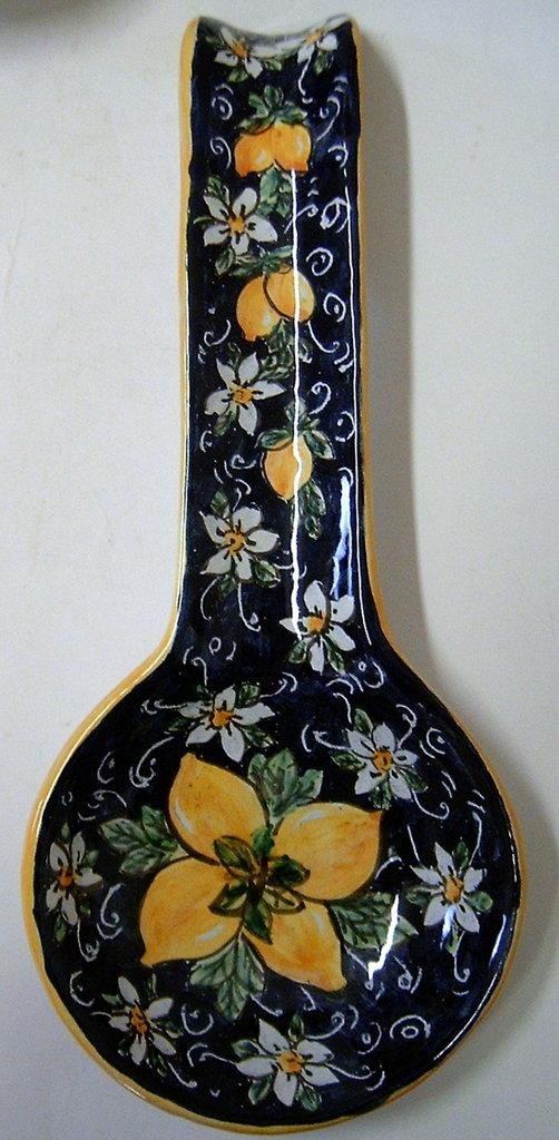 Poggiamestolo in ceramica dipinto a mano.Limoni