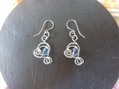 Orecchini wire con perline azzurre