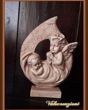 Angioletto che veglia sul bambino in polvere di ceramica