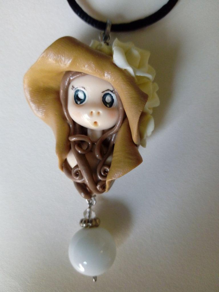 Collana bambolina con cappello
