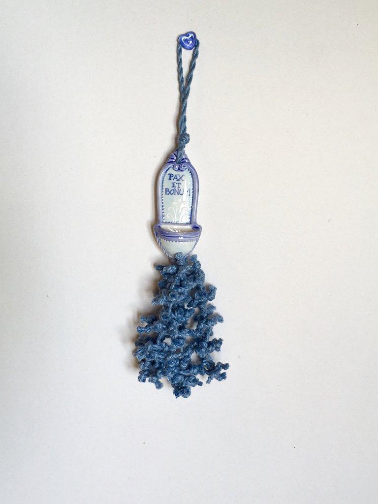 Nappa per chiavi, acquasantiera di ceramica dipinta a mano, nappina per mobili