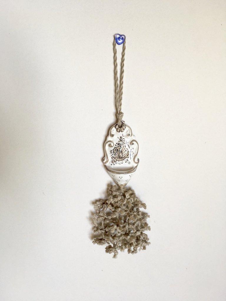 Nappa con acquasantiera, nappina per chiavi, acquasantiera di ceramica di Deruta