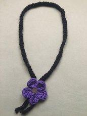 Collana filo nero con fiore viola