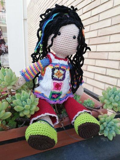 Bambola amigurumi hippie