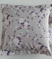 Cuscino fantasia rose bianche e rami viola